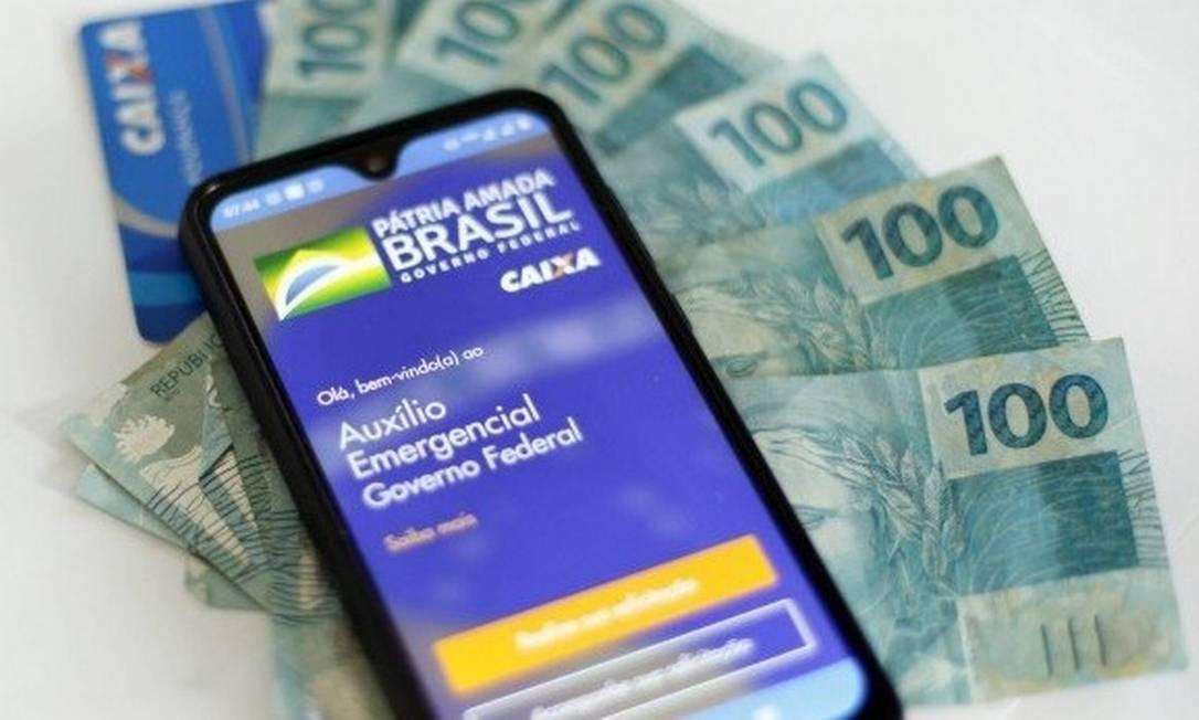 Bolsonaro diz que auxílio emergencial pode ser prorrogado por três meses
